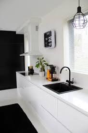 keittiö mustavalkoinen mustavalkoinen keittiö musta hana