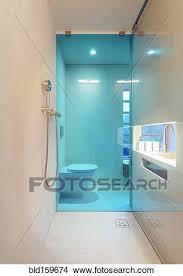dusche mit glas wand in modernes badezimmer bild