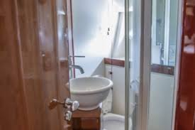 45 Ft Bathroom by Tamarran Com Rent A 45 Ft Yacht Charter
