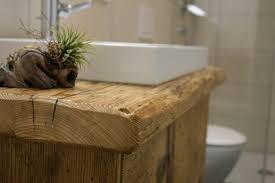 holzmöbel im bad rustikale moderne inspirationen aus altholz