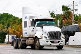 100 International Semi Truck Cancun Mexico June 3 2017 Trailer