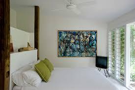 doppelbett fernseher und moderne kunst bild kaufen