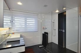 raffrollos fürs badezimmer sorgen für eine vollkommene