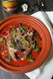 cuisiner thon frais tajine de thon frais à la tomate poivrons frits et olives