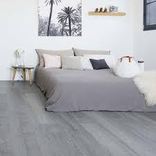 klick vinyl in holzoptik trendfarben weiß und grau richtig