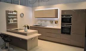 cuisine grise et plan de travail noir cuisine grise plan de travail blanc fabulous cuisine