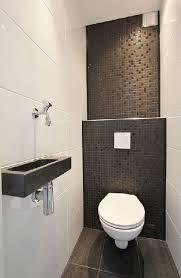 quelle couleur pour des toilettes le carrelage wc se met à la couleur pour faire la déco