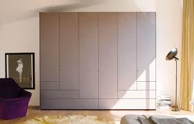 der step schrank bringt modernes design in ihr schlafzimmer