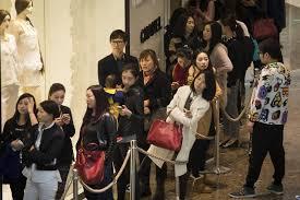 chanel si e social wirtschaft german china org cn shanghai kunden stehen schlange
