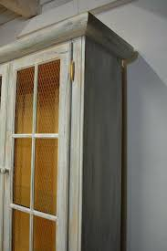 vitrinenschrank esszimmerschrank holz grau grün