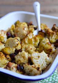 cuisiner le choux fleur chou fleur et choux de bruxelles rôtis au four amandes et airelles