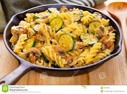 cuisson pate au four les pâtes font cuire au four avec des chignons de couche et des