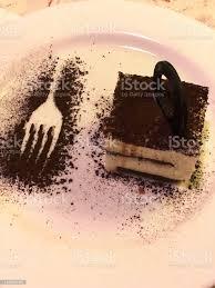 bild quadratischen tiramisu kuchen mit kaffee und kakaoschwamm dame die fingerschichten dessert pudding im italienischen restaurant mit