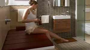badewannenabdeckungen machen das bad zum gästezimmer