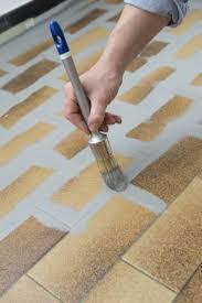 peinture pour carrelage sol cuisine repeindre le carrelage au sol d une cuisine tuto en images