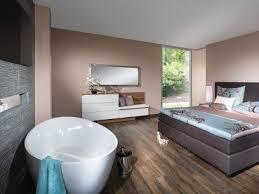 luxus feeling mit badewanne im schlafzimmer nehmen sie in