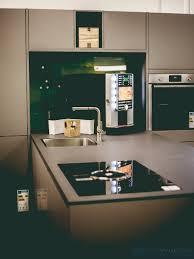 moderne küche in t form mit halbinsel in achatgrau matt