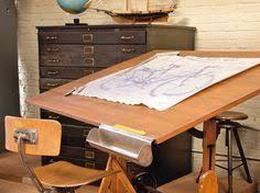 le bureau vintage ancienne table à dessin tabouret d atelier vintage bureau style