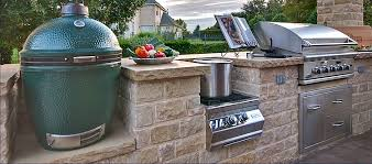 HOW TO CHOOSE A GRILL FOR AN OUTDOOR KITCHEN