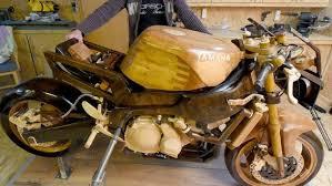 biker setzt seinem motorrad ein denkmal nach zwölf jahren