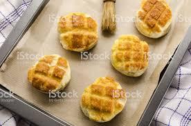 selbst gebackener ungarischer traditioneller käse pogacsa stockfoto und mehr bilder backen