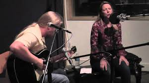 Derek Trucks & Susan Tedeschi - Walkin' Blues (live At KTBG) - YouTube