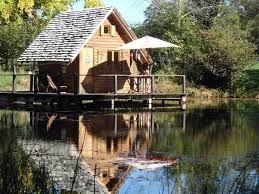 chalet sur l eau passez une nuit insolite dans une cabane en bois sur l eau