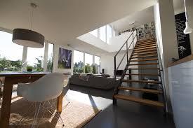 wohnzimmer mit esstisch und galerie homify moderne