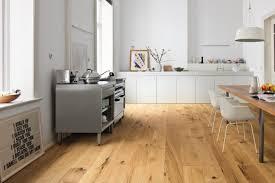 Küche Boden Verlegen Den Richtigen Küchenboden Finden Darauf Sollten Sie Achten