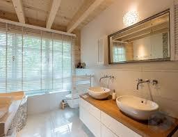 bad mit großem fenster badezimmer gestalten badezimmer