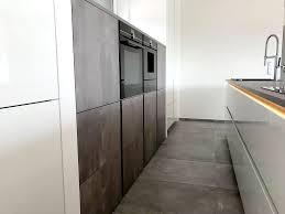 design küche in hochglanz lack weiss kombiniert mit