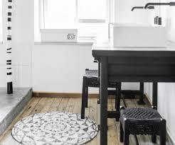 badematten aus baumwolle holz in grau oder rund schöner