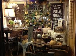 Not So Shabby Fall Window DisplayReally Wanna Go To This Store