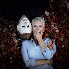 Who Played Michael Myers In Halloween by Halloween Jamie Lee Curtis Gets Cozy With Michael Myers In Promo
