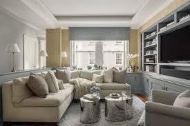 kleines wohnzimmer großes sofa tapeten holz moebel