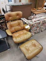Any Idea On The Maker Of This Replica Eames … - Mid_Century Eames Lounge Chair Ottoman Replica Aptdeco Black Leather 4 Star And 300 Herman Miller Is It Any Good Fniture Modern And Comfort Style Pu Walnut Wood 670 Vitra Replica Diiiz Details About Palisander Reproduction Set