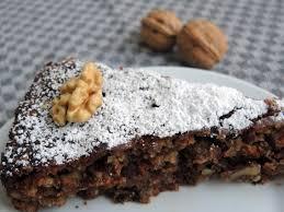 glutenfreier walnuss schoko kuchen mit hanfsamen marzipan