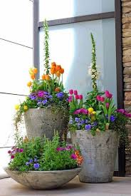 29 Pretty Front Door Flower Pots That Will Add Personality To Your ... Painted Flower Pots For The Home Pinterest Paint Flowers Beautiful House With Nice Outdoor Decor Of Haing Creative Flower Patio Ideas Tall Planter Pots Diy Pot Arrangement 65 Fascating On Flowers A Contemporary Plant Modern 29 Pretty Front Door That Will Add Personality To Your Garden Design Interior Kitchen And Planters Pictures Decorative Theamphlettscom Brokohan Page Landscape Plans Yard Office Sleek