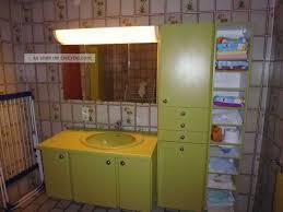 badezimmer möbel moosgrün retro 70er jahre