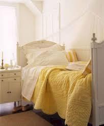 45 Incredible Yellow Aesthetic Bedroom Decorating Ideas