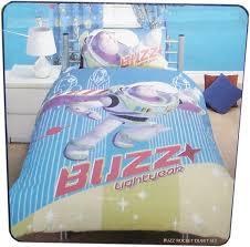 housse couette buzz l eclair parure housse de couette 135 x 200 taie story buzz plushtoy