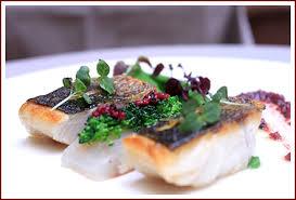 cuisine bar poisson bar sauvage cuit sur la peau et mi fumé en sashimi brocolis en