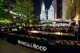 Al Fresco Patio Dining on The Magnificent Mile