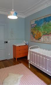 deco vintage chambre bebe une chambre bébé vintage avec une carte scolaire comme décoration