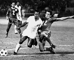 Pele The Legendary Soccer Star From Brazils Santos Team Drives Past Oakland Clipper 12 Trond Hoftvedt To Score In First Half Deadlock Game