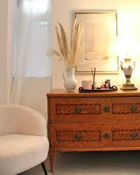 stylingtipp eine antike kommode dekorieren living