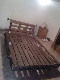 How To Make A Platform Bed From Wooden Pallets by Diy Platform Pallet Bed With Headboard 99 Pallets