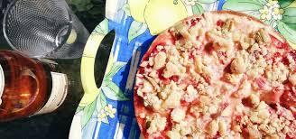 erdbeer rhabarber kuchen rezept mit pudding und streuseln