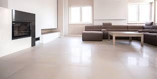 vinylboden oder fliesen welcher bodenbelag ist besser