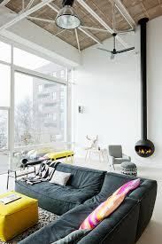 modernes wohnzimmer mit grauem ecksofa bild kaufen